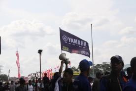 Para pendukung Yamaha di tribun penonton saat ajang ARRC di Sentul International Circuit (2)
